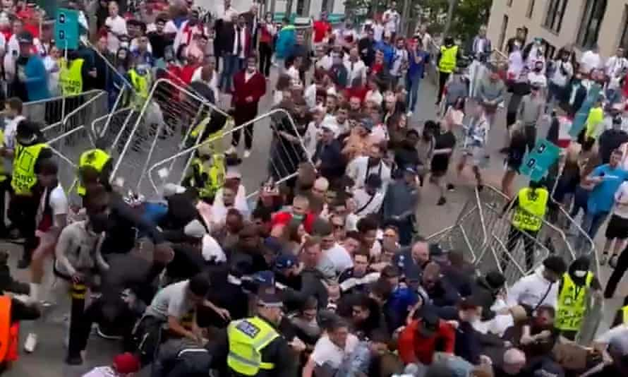 Fan problems during the Euro 2020 final led to criticism of the Met.